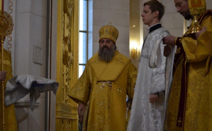 На Божественной Литургии архиепископ Серафим рукоположил в сан диакона Никиту Калинина