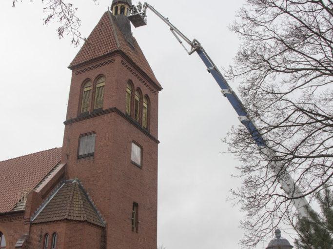 Началась подготовка к реставрации шпиля храма