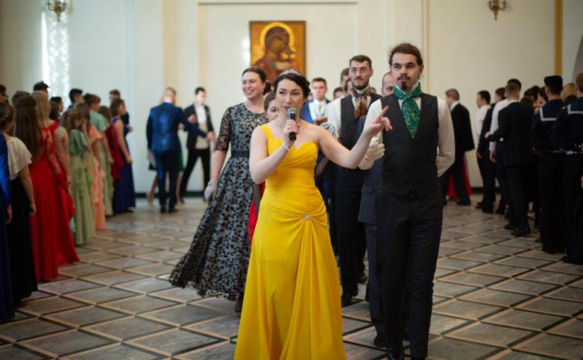 Сретенские балы состоялись в большом зале управления Калининградской епархии